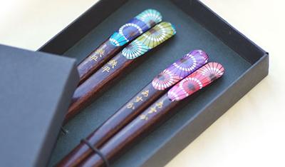 和モダンなイラストが人気な和傘(わがさ)箸の販売のページリンク画像